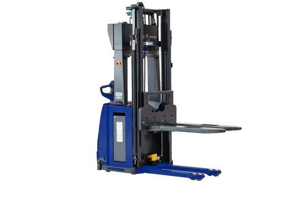Autonome Gabelstapler von Global AGV - L14 mit Stützrollen zur Längsaufnahme von Europaletten. FTF für mehr Produktivität im Materialfluss. Wir beraten Sie gern
