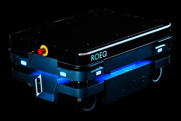 Das ROEQ Heber-Modul TML200 für den mobilen Roboter MiR250 ist ein flexibles Aufsatzmodul. Es kann Paletten, Kisten, etc.- anheben und transportieren.